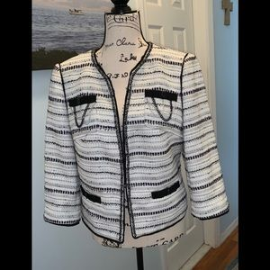NWOT-WHITE HOUSE/BLACK MARKET TWEED BLAZER